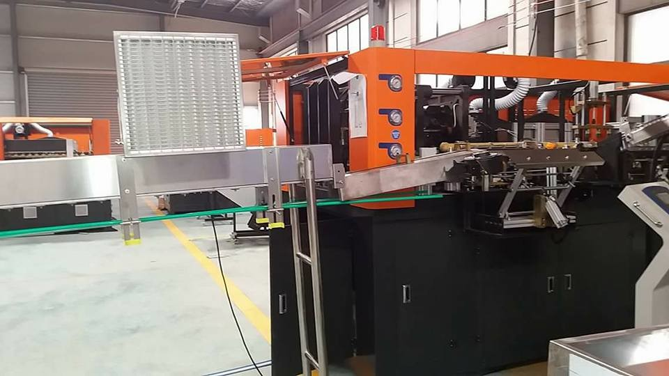 Gravity Filling Technology Injection Blow Molding Machine With SMC Cylinder