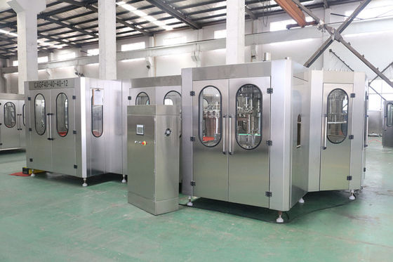 China Rotary Type Plastic Bottle Filling Machine With Large Gravity Filling Valve factory